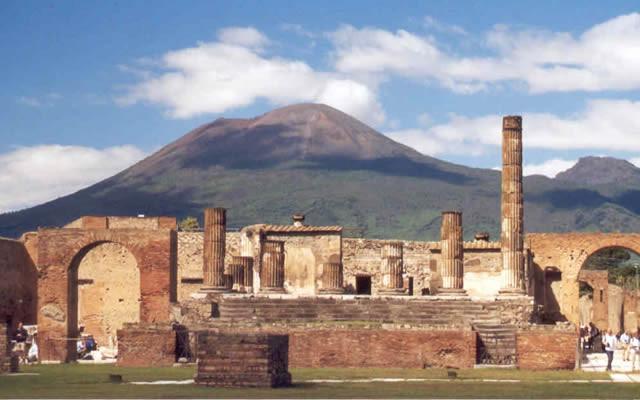 eventi culturali, associazione culturale, visite guidate Napoli, turismo, itinerario teatralizzato, Napoli, intelligo promotion, maggio dei monumenti, musei, mostre, fiere